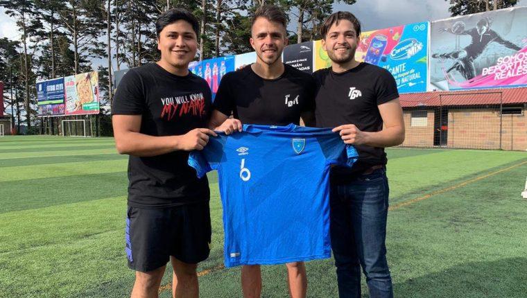Rodrigo Saravia (centro) comparte con Marco Morales y Diego Artiga. (Foto Prensa Libre: cortesía Rodrigo Saravia)
