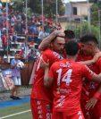 Los jugadores del deportivo Malacateco festejan frente a Antigua GFC. (Foto Prensa Libre: Raúl Juárez)