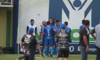 Así celebraron los jugadores de Cobán en la cancha de Guastatoya. (Foto Prensa Libre: Norvin Mendoza)
