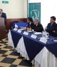 Expertos disertaron sobre la ilegalidad que habría si los magistrados actuales de la Corte Suprema de Justicia y cortes de Apelaciones siguen en sus cargos a partir del domingo. (Foto Prensa Libre: Noé Medina)