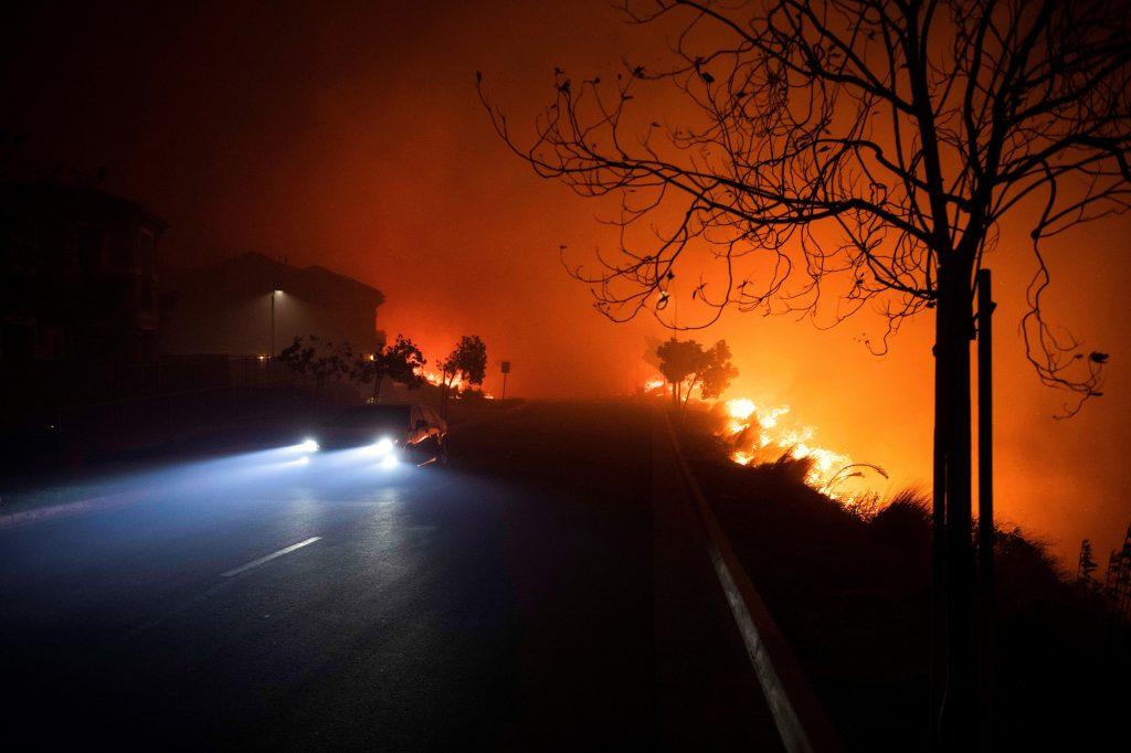 El incendio quemó más de mil hectáreas. (Foto Prensa Libre: EFE)