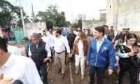 El presidente Jimmy Morales y el alcalde de la capital, Ricardo Quiñónez, durante el recorrido por las vías del tren en la estación central de Fegua, en la zona 1. (Foto Prensa Libre: Érick Ávila)