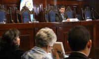 El diputado Juan Ramón Lau inicia la sesión donde las hijas del coronel Gordillo exponen su caso. (Foto Prensa Libre: Congreso de la República)