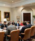 Funcionarios estadounidenses y guatemaltecos durante la reunión en la Casa Blanca. (Foto: Minfin)