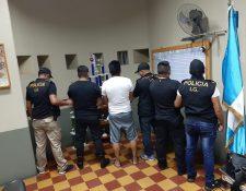 Los agentes de la PNC capturados pertenecían a la subestación de Santa Lucía Cotzumalguapa. (Foto Prensa Libre: PNC)