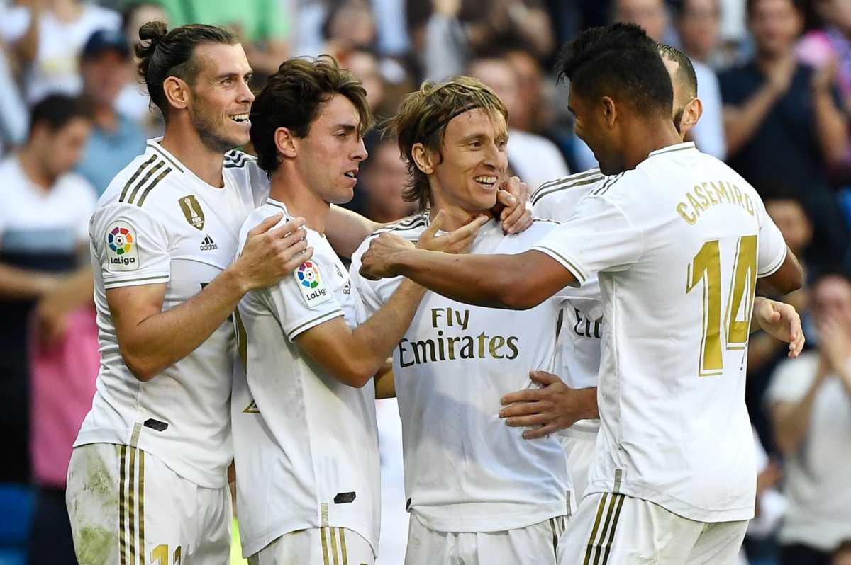 El Real Madrid sufre para vencer al Granada y se aferra al liderato