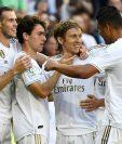 Los jugadores del Real Madrid se unen en un festejo, luego de haber anotado uno de los cuatro goles contra el Granada. (Foto Prensa Libre: AFP).