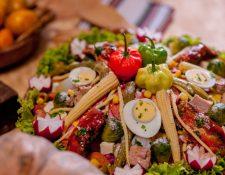 El fiambre es patrimonio nacional y es tradición comerlo cada 1 de noviembre. (Foto Prensa Libre: Servicios).