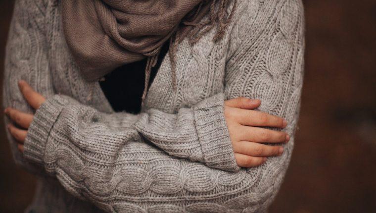 Sentir frío todo el tiempo podría ser una señal de que algo no anda bien con su salud. (Foto Prensa Libre: Servicios).