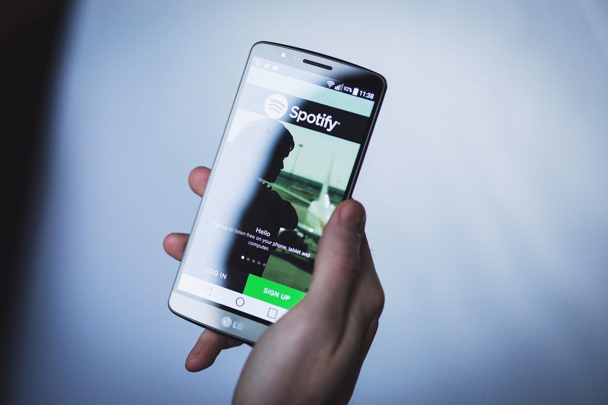 """Spotify sube un 15% en bolsa por resultados y """"éxito inicial"""" de sus podcast"""