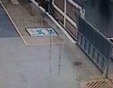 El video fue tomado por un sistema de seguridad privada de una empres ubicada en el bulevard el Naranjo. (Foto Prensa Libre: captura de pantalla)
