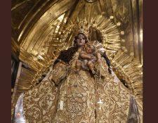 Los feligreses celebran el mes de la Virgen del Rosario. (Foto Prensa Libre: Óscar Rivas)