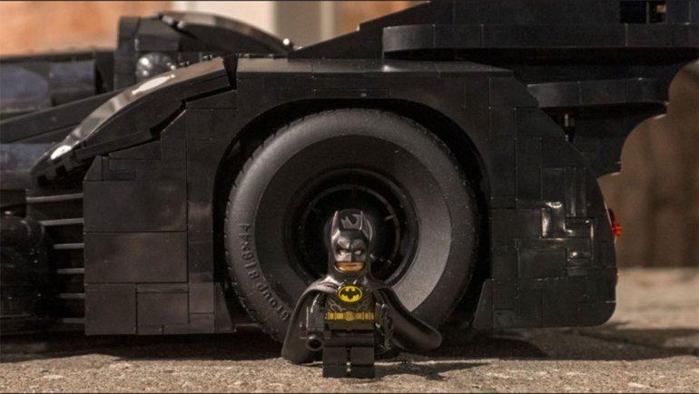 Fotos | Lego revela el nuevo Batimóvil de 1989