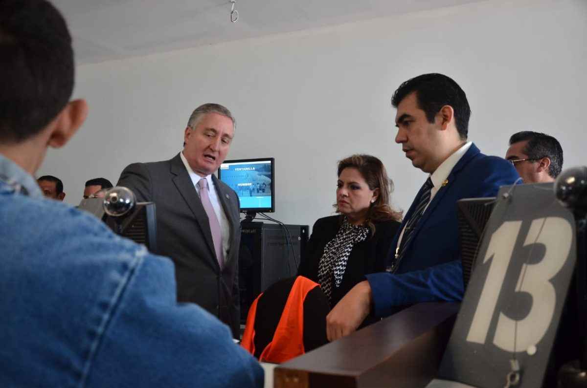 EE. UU. envía al primer migrante hondureño como parte del acuerdo con Guatemala