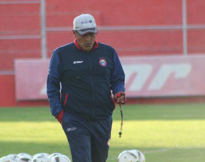 González no pudo hacer efectiva su idea con el club occidental y dio un paso al costado. (Foto Prensa Libre: Raúl Juárez)