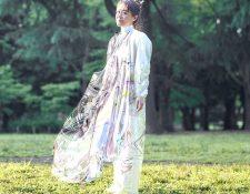 Mary Ren en el vestido digital que le compró su marido. SHOGO KIMURA