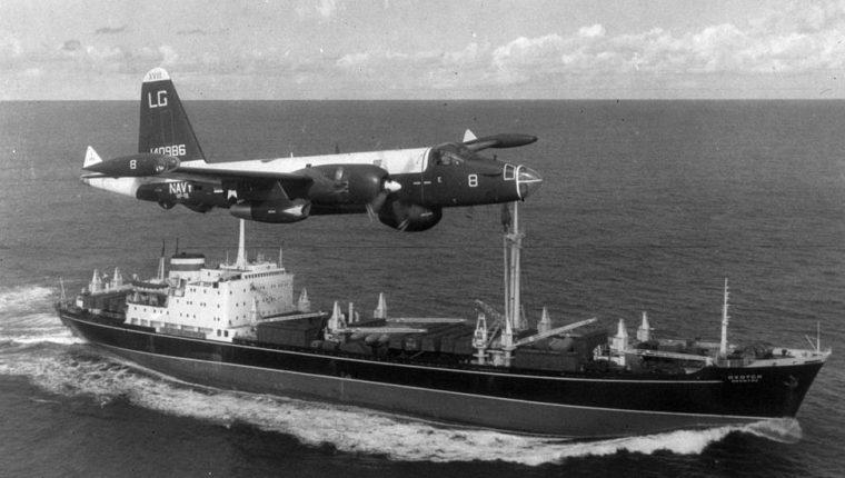 Los barcos soviéticos fueron puestos bajo vigilancia durante la crisis de los misiles de la Guerra Fría. GETTY IMAGES