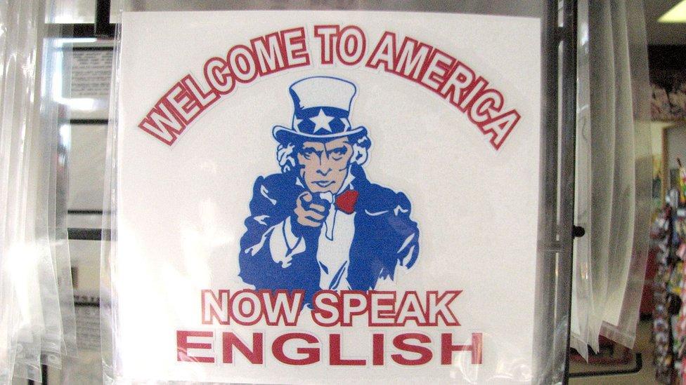 """¿Hablas español?   """"English Only"""": el movimiento que quiere limitar la presencia del español en Estados Unidos"""