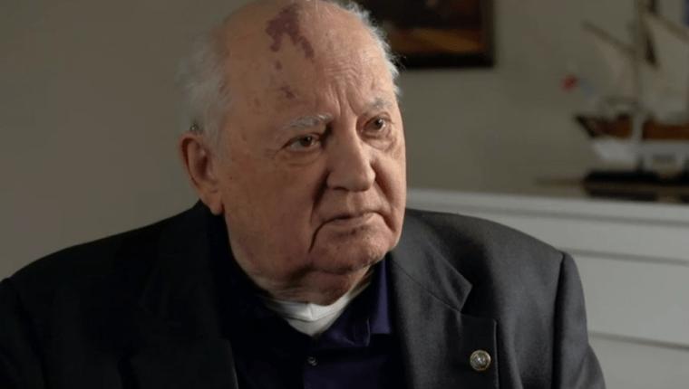 El antiguo líder soviético conversó con la BBC días antes del 30 aniversario del derribo del Muro de Berlín.