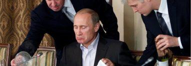"""Yevgeny Prigozhin, a la izquierda, es conocido como """"el chef de Vladimir Putin"""". REUTERS"""