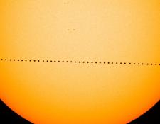 Durante el tránsito de Mercurio el planeta aparecerá como un diminuto punto negro por delante del disco solar.