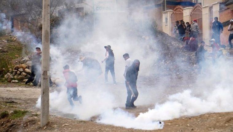 Los partidarios de Evo Morales tuvieron numerosos choques con la policía en La Paz. GETTY IMAGES