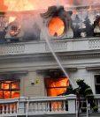 En una de las protestas, se terminó incendiando un edificio de la universidad Pedro de Valdivia, en Santiago.