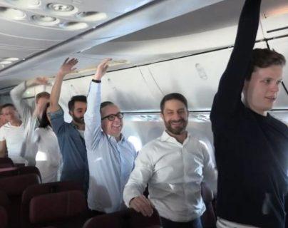 Image caption El vuelo duró 19 horas y 19 minutos y recorrió más de 17.000 kilómetros.