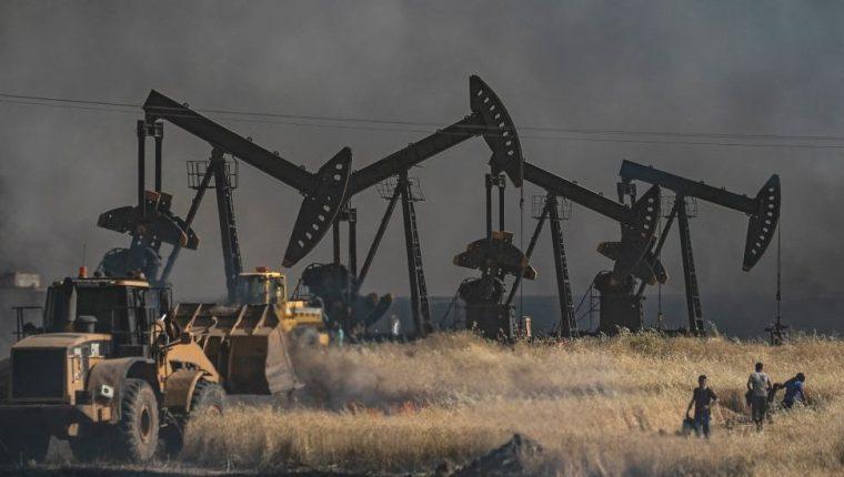 Cerca de 500 soldados estadounidenses permanecen en el norte de Siria para proteger las instalaciones petroleras del país.