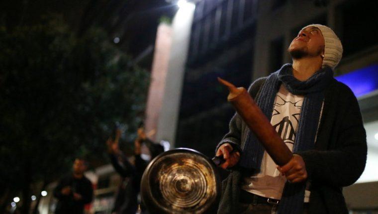 Cacerolas como forma de protesta se ven en muchos países de América Latina. En Colombia es la primea vez. REUTERS