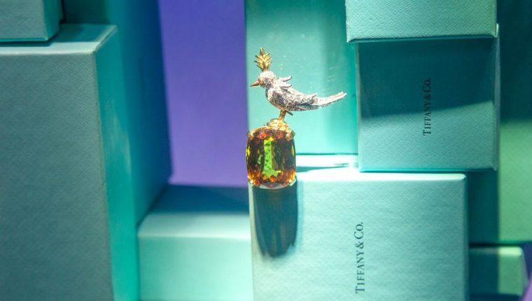 El grupo que controla a la marca de lujo Louis Vuitton compró la joyería Tiffany convirtiéndose en un importante jugador en la industria de las gemas.