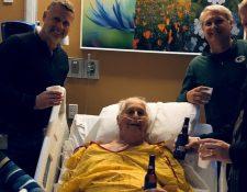 Norbert Schemm, de 87 años, estuvo rodeado de sus seres queridos durante sus últimos días. Y su foto se volvió viral.