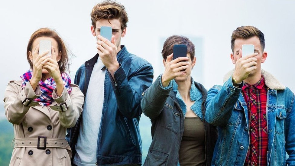 """""""Pánico y descompostura"""", los síntomas que manifiestan cada vez más jóvenes """"adictos"""" a los teléfonos móviles"""