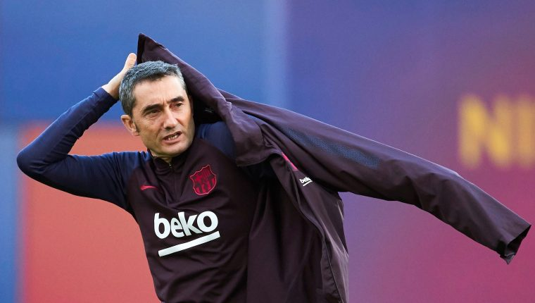 El entrenador del Barcelona, Ernesto Valverde, ha dicho que asume la responsabilidad por la derrota ante el Levante. (Foto Prensa Libre: EFE)