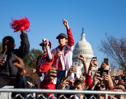 Los Washington Nationals fueron recibidos como grandes héroes por sus fanáticos. (Foto Prensa Libre: EFE)