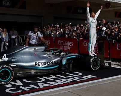 El británico  Lewis Hamilton celebra en el Gran Premio de Estados Unidos. (Foto Prensa Libre: EFE)