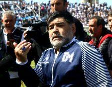 Diego Armando Maradona durante un partido de Gimnasia y Esgrima La Plata. (Foto Prensa Libre: EFE).