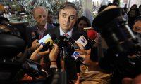 El canciller de México, Marcelo Ebrard ofrece declaraciones a medios tras una conferencia de prensa en la que informó que Evo Morales aceptó la oferta de asilo ofrecida por México, (Foto Prensa Libre: EFE).