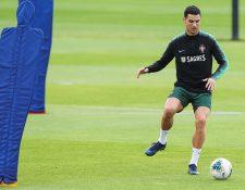Cristiano Ronaldo se entrenó este martes con Portugal. (Foto Prensa Libre: EFE)