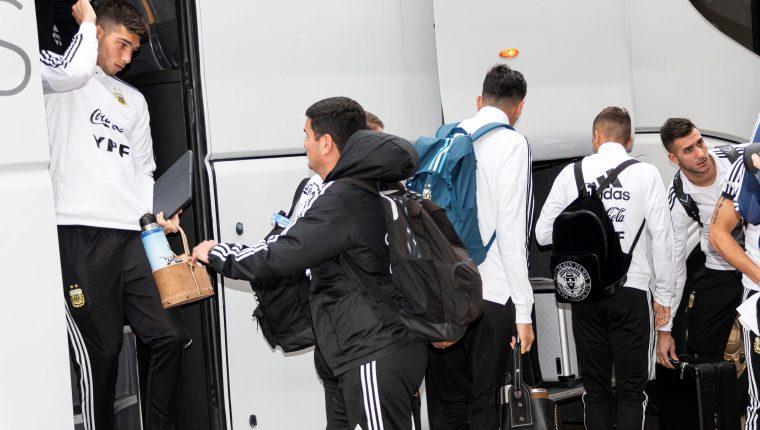 Los jugadores de la selección de fútbol de Argentina concluyen este jueves su concentración en Palma (Mallorca) y se preparan para su viaje hacia Arabia Saudita e Israel donde disputará dos partidos amistosos contra Brasil y Urugay, respectivamente. (Foto Prensa Libre: EFE)