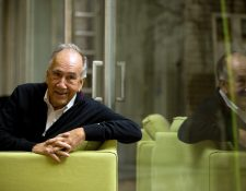 El poeta Joan Margarit ha sido galardonado con el Premio Cervantes 2019, el máximo reconocimiento de las letras en español. (Foto Prensa Libre: EFE)