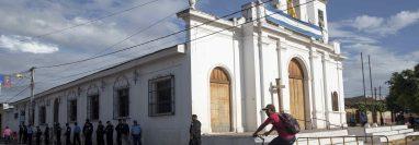 El sacerdote Edwing Román se hallaba en la parroquia San Miguel Arcángel, de la ciudad de Masaya, junto a un grupo de mujeres permanecía en huelga de hambre. (Foto Prensa Libre: EFE)