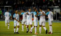 La selección de Guatemala celebra su tercer gol en contra de Puerto Rico, durante el partido del grupo C de la Liga de Naciones de la Concacaf. (Foto Prensa Libre: EFE)