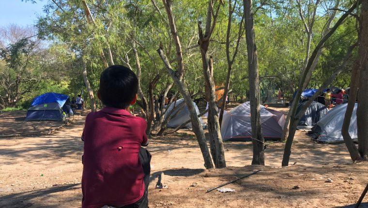 Campamento de niños y adultos migrantes centroamericanos en Matamoros (México), frontera con EEUU. (Foto Prensa Libre: EFE)