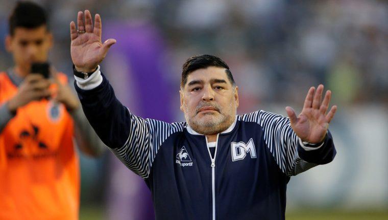 El director técnico de Gimnasia y Esgrima, Diego Maradona, reaccionó y criticó a Riquelme. (Foto Prensa Libre: EFE)