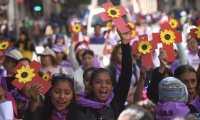 Grupos de mujeres rechazan la violencia de género en Guatemala. (Foto Prensa Libre: EFE)