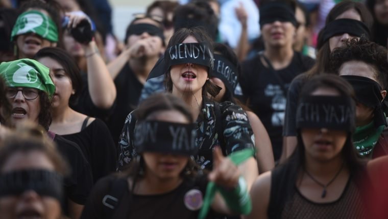 La lucha de las mujeres por la igualdad las ha llevado a las calles. (Foto Prensa Libre: Hemeroteca PL)