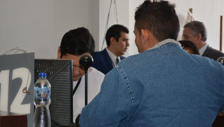 Edwin José Ardón Montoya rechazó permanecer en Guatemala para buscar asilo en Estados Unidos, pidió regresar a su natal Honduras.  (Foto Prensa Libre: Migración)