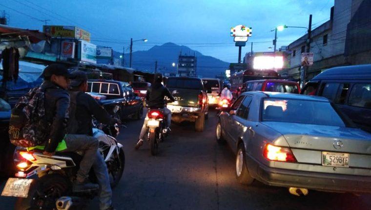 La Democracia será uno de los puntos que se verá afectado por el paso del desfile navideño. (Foto Prensa Libre: Raúl Juárez)