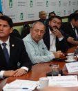 Ricardo Quiñónez alcalde capitalino como presidente de la Mancomunidad del Sur explica a diputados de la UNE sobre los proyectos que impulsarían el próximo año. (Foto Prensa Libre: Noé Medina)